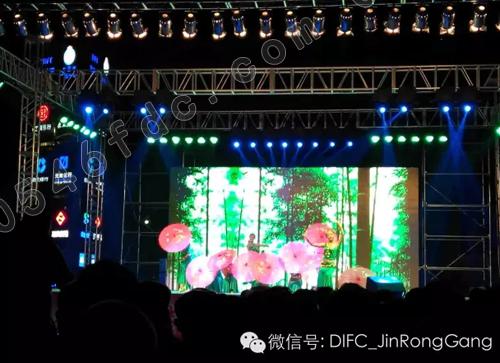 吕剧:《大雪飘飘年除夕》   杂技:《顶花坛》 特邀吴桥大世