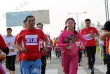 嵩山少林国际马拉松赛开跑 牧羊女孙大圣亮相