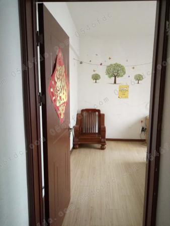市政府附近开发区内京华观邸小区电梯暖气房出租