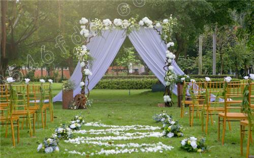 普罗旺斯广场,大型雕塑等现实场景提供完美的婚礼拍摄现场;婚纱品牌店